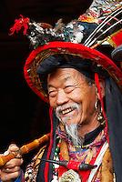 Chine. Province du Yunnan. Ville de Lijiang. Patrimoine mondial de l'UNESCO. Chaman Dongba. // China. Yunnan province. City of Lijiang. UNESCO World Heritage. Dongba shaman.