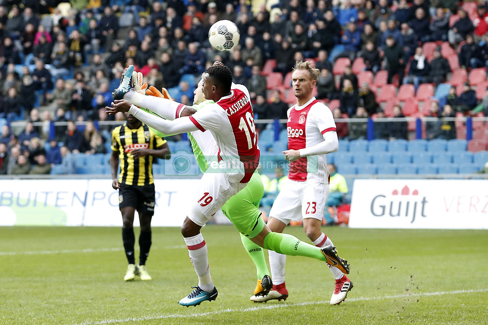 (L-R) Mateo Cassierra of Ajax, goalkeeper Remko Pasveer of Vitesse, Siem de Jong of Ajax during the Dutch Eredivisie match between Vitesse Arnhem and Ajax Amsterdam at Gelredome on March 04, 2018 in Arnhem, The Netherlands