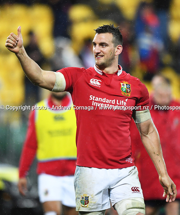 Lions captain Sam Warburton thanks fans.<br /> New Zealand All Blacks v British and Irish Lions. 2nd Rugby union test match. Westpac Stadium, Wellington, New Zealand. Saturday 1 July 2017. &copy; Copyright photo: Andrew Cornaga / www.Photosport.nz