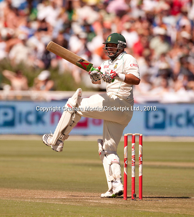 Jacques Kallis, four off Graham Onions, heads towards his century during the third Test Match between South Africa and England at Newlands, Cape Town. Photograph © Graham Morris/cricketpix.com (Tel: +44 (0)20 8969 4192; Email: sales@cricketpix.com)