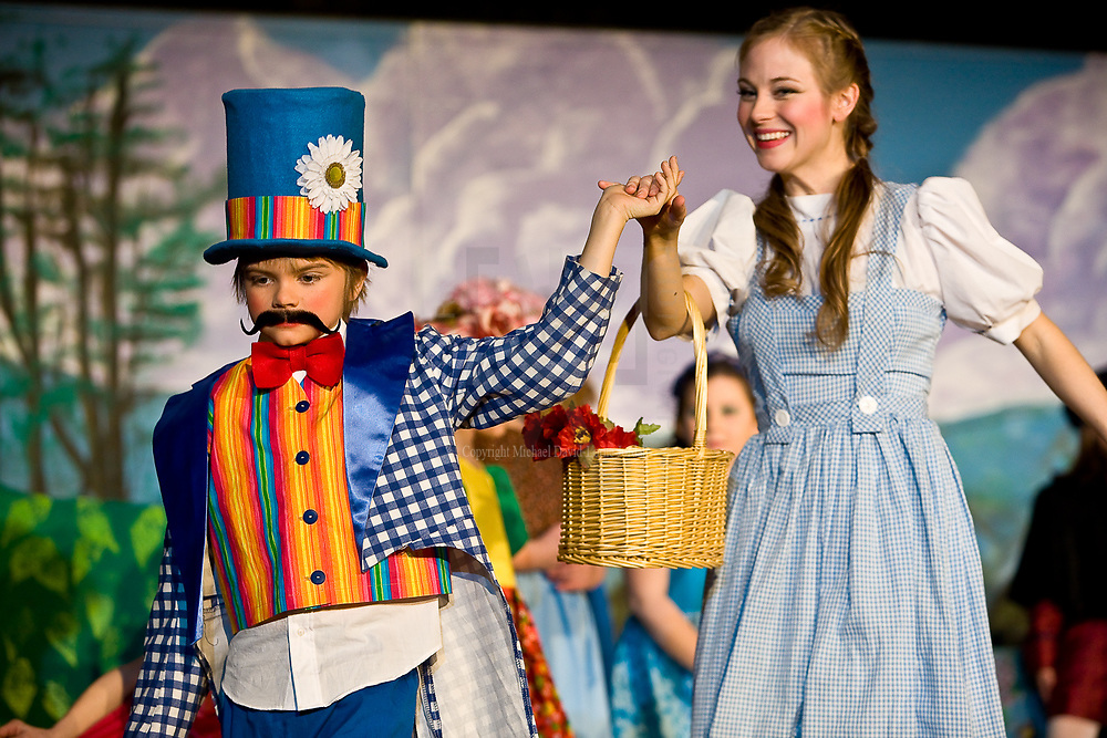Owosso Community Players Wizard of Oz images.