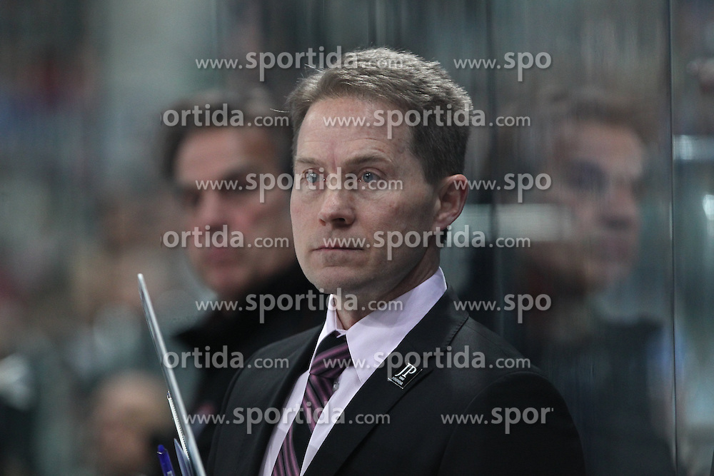 16.12.2016, SAP Arena, Mannheim, GER, DEL, Adler Mannheim vs Koelner Haie, 28. Runde, im Bild Cory Clouston (Coach/Koelner Haie) // during the German DEL Icehockey League 28th round match between Adler Mannheim and Koelner Haie at the SAP Arena in Mannheim, Germany on 2016/12/16. EXPA Pictures &copy; 2016, PhotoCredit: EXPA/ Eibner-Pressefoto/ Bermel<br /> <br /> *****ATTENTION - OUT of GER*****