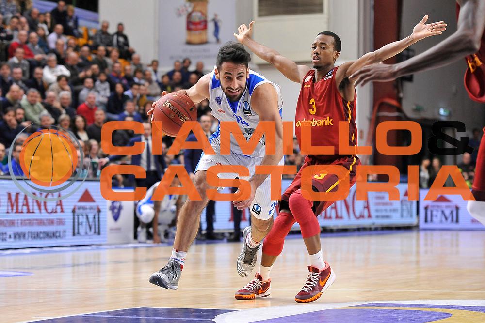 DESCRIZIONE : Eurocup Last 32 Group N Dinamo Banco di Sardegna Sassari - Galatasaray Odeabank Istanbul<br /> GIOCATORE : Rok Stipcevic<br /> CATEGORIA : Palleggio Penetrazione<br /> SQUADRA : Dinamo Banco di Sardegna Sassari<br /> EVENTO : Eurocup 2015-2016 Last 32<br /> GARA : Dinamo Banco di Sardegna Sassari - Galatasaray Odeabank Istanbul<br /> DATA : 13/01/2016<br /> SPORT : Pallacanestro <br /> AUTORE : Agenzia Ciamillo-Castoria/C.Atzori