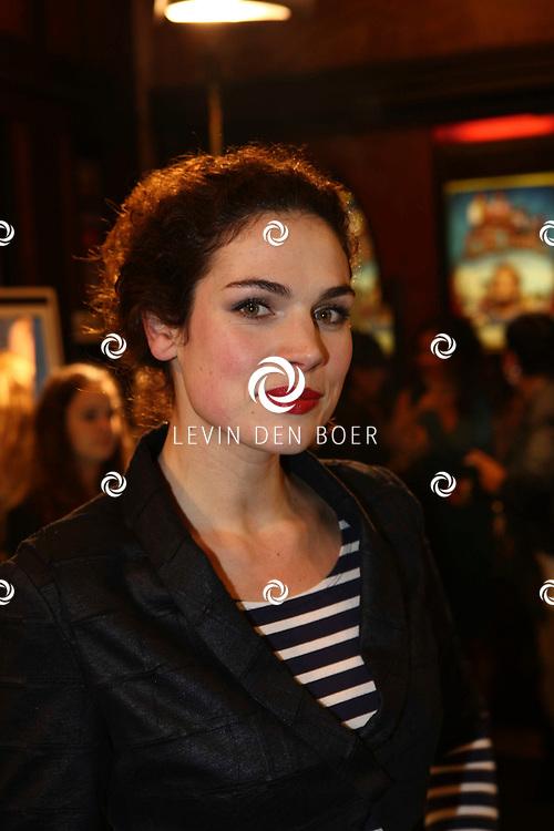 AMSTERDAM - Anna Drijver op de rode loper van de filmpremiere Dik Trom zondag in Amsterdam.  FOTO LEVIN DEN BOER - PERSFOTO.NU
