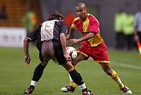Fotball<br /> Frankrike 2004/05<br /> Lens v Ajaccio<br /> 2. oktober 2004<br /> Foto: Digitalsport<br /> NORWAY ONLY<br /> BENOIT ASSOU EKOTTO (LENS) / FABIEN LAURENTI (AJA)
