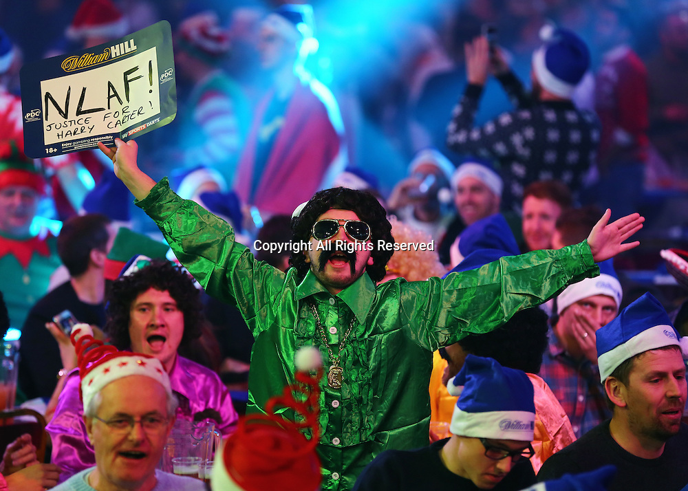 23.12.2016. Alexandra Palace, London, England. William Hill PDC World Darts Championship. The Alexandra Palace crowd get warmed up for the session start