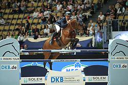 Stuhlmeyer Patrick, (GER), Lacan<br /> Champion von München<br />  Jumping München 2015<br /> © Hippo Foto - Stefan Lafrentz