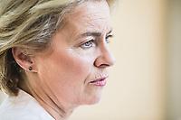 """Zum Verteidigungsministertreffen im Format """"Northern Group"""" empfängt die deutsche Verteidigungsministerin Ursula von der Leyen elf Amtskolleginnen und Kollegen in der Villa Borsig am Dienstag, 25. Juni 2019 in Berlin. Das Format """"Northern Group"""" ist ein informelles Forum zur Beratung und zur pragmatischen Zusammenarbeit in Fragen der Sicherheits- und Verteidigungspolitik unter den Nord- und Ostseeanrainerstaaten. Seit 2010 tagt die Gruppe regelmäßig auf unterschiedlichen Ebenen. Deutschland nimmt seit dem Jahr 2011 an den Treffen teil. Deutschland hat im ersten Halbjahr 2019 den Vorsitz der Gruppe und wird daher am 25. Juni 2019 der Gastgeber für das Treffen der Verteidigungsminister aus Dänemark, Norwegen, Finnland, Schweden, Island, Estland, Lettland, Litauen, Polen, den Niederlanden und Großbritannien sein."""