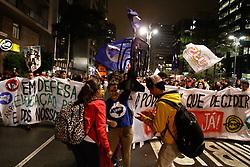 August 17, 2017 - Manifestantes se reúnem na Praça do Ciclista, na Avenida Paulista, centro de São Paulo, na noite desta quinta-feira (17) para protestar por melhorias na educação no dia da Jornada de Lutas da Juventude. (Credit Image: © FáBio Vieira/Fotoarena via ZUMA Press)