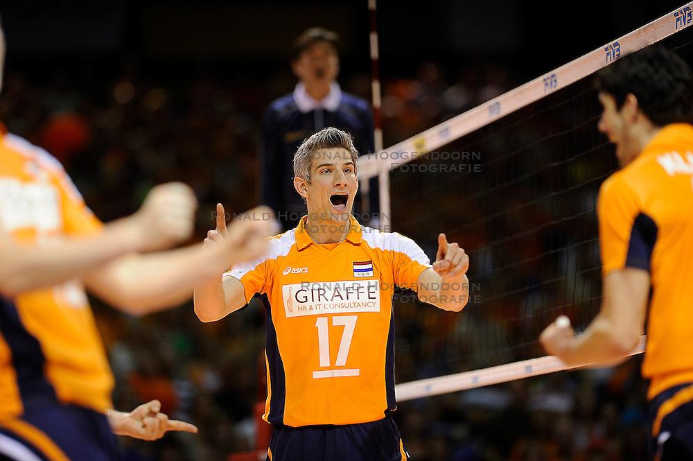 27-06-2010 VOLLEYBAL: WLV NEDERLAND - BRAZILIE: ROTTERDAM<br /> Nederland verliest met 3-2 van Brazilie / Rob Bontje<br /> &copy;2010-WWW.FOTOHOOGENDOORN.NL
