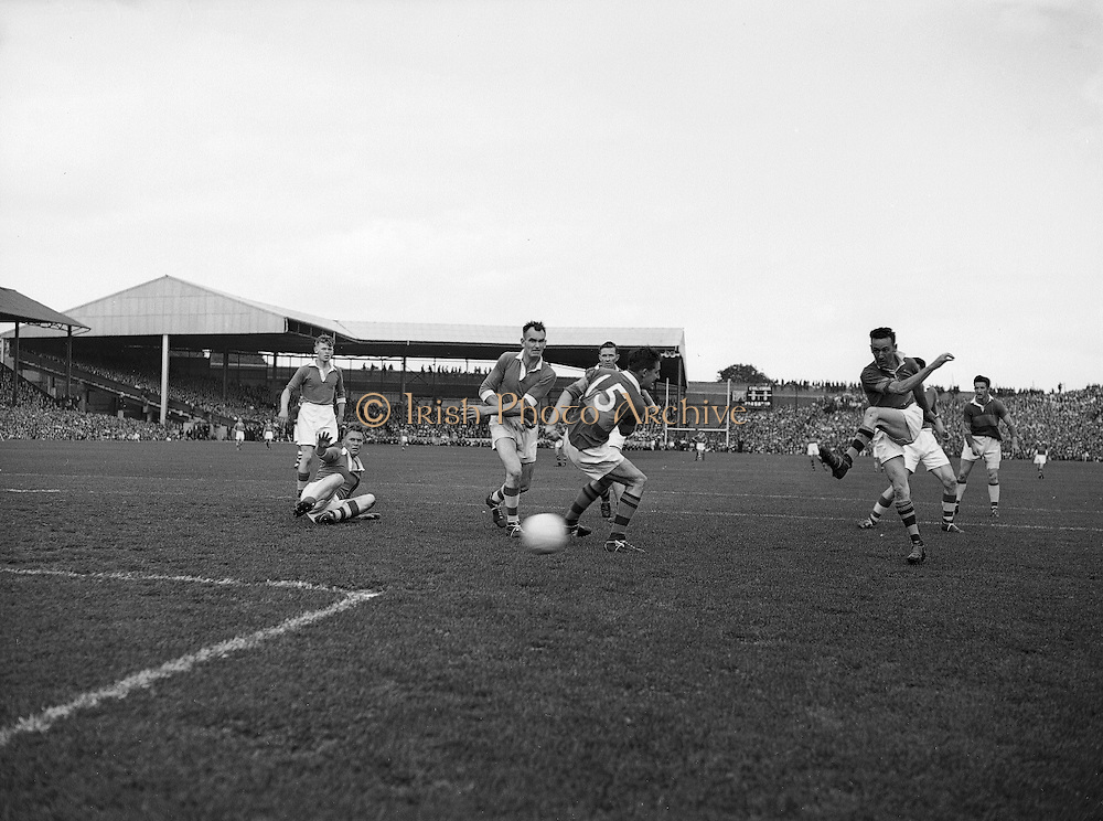 Neg No: .871/a1908-a1919...14081955AISFCSF...14.08.1955..All Ireland Senior Football Championship - Semi-Final..Kerry.2-10 Cavan.1-13....