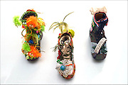 Nederland, Nijmegen, 7-6-2016Een vierdaagseloopster,  Mevr. Lockhorst, maakte een serie thematisch versierde schoenen die met het evenement te maken hebben. Linkerschoen heet  ' Hoedje voor voetje ', de middelste werd gemwwkt tgv de 25e keer dat ze meeliep, en de rechter is een ode aan de bevrijders van Nijmegen. De schoenen zijn onderdeel van de vierdaagse expositie die momenteel in museum het Valkhof in Nijmegen gehouden wordt.Foto: Flip Franssen