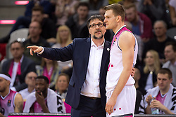 28.03.2016, Telekom Dome, Bonn, GER, Beko Basketball BL, Telekom Baskets Bonn vs FC Bayern Muenchen, 23. Runde, im Bild Silvano Poropat (Telekom Baskets Bonn) im Gespraech mit Florian Koch (Telekom Baskets Bonn #12) // during the Beko Basketball Bundes league 23th round match between Telekom Baskets Bonn and FC Bayern Munich at the Telekom Dome in Bonn, Germany on 2016/03/28. EXPA Pictures © 2016, PhotoCredit: EXPA/ Eibner-Pressefoto/ Schüler<br /> <br /> *****ATTENTION - OUT of GER*****