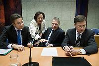Nederland. Den Haag, 22 oktober 2008.<br /> TWEEDE KAMER-EUROPESE TOP<br /> Minister van Financien Wouter Bos, minister-president Jan Peter Balkenende, minister Verhagen en kamervoorzitter Gerdi Verbeet voor aanvang van het debat over de Europese top in de Tweede Kamer.. In dit debat zal ook ING ter sprake komen. <br /> <br /> Foto Martijn Beekman<br /> NIET VOOR PUBLIKATIE IN LANDELIJKE DAGBLADEN.