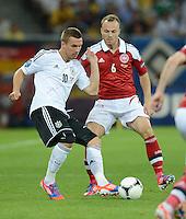 FUSSBALL  EUROPAMEISTERSCHAFT 2012   VORRUNDE Daenemark - Deutschland       17.06.2012 Lukas Podolski (li, Deutschland) gegen Lars Jacobsen (re, Daenemark)