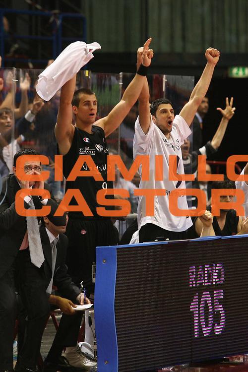 DESCRIZIONE : Milano Lega A1 2006-07 Playoff Semifinale Gara 3 Armani Jeans Milano VidiVici Virtus Bologna<br /> GIOCATORE : Panchina<br /> SQUADRA : VidiVici Virtus Bologna<br /> EVENTO : Campionato Lega A1 2006-2007 Playoff Semifinale Gara 3<br /> GARA : Armani Jeans Milano VidiVici Virtus Bologna<br /> DATA : 06/06/2007 <br /> CATEGORIA : Esultanza<br /> SPORT : Pallacanestro <br /> AUTORE : Agenzia Ciamillo-Castoria/S.Ceretti