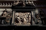 Europa, Deutschland, Koeln, im Dom, Alabasterrelief im Giebelaufsatz des Dreikoenigenaltars, es stellt die Anbetung der Heiligen Drei Koenige dar. - <br /> <br /> Europe, Germany, Cologne, inside the cathedral, the alabaster relief in the gable of the Magi Altar, it depicts the Adoration of the Magi.