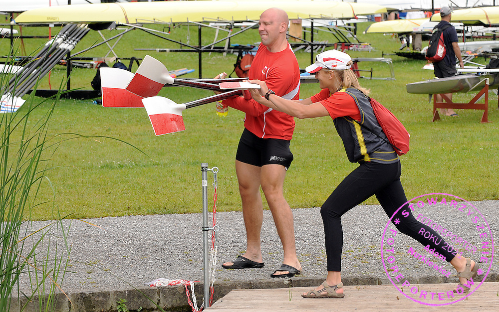 (L) SLAWOMIR KRUSZKOWSKI & (R) JULIA MICHALSKA (BOTH POLAND) FIGHT FOR FUN DURING THEIR TRAINING 3 DAYS BEFORE FISA ROWING WORLD CUP ON RED LAKE IN LUCERNE, SWITZERLAND...LUCERNE , SWITZERLAND , JULY 07, 2009..( PHOTO BY ADAM NURKIEWICZ / MEDIASPORT )..PICTURE ALSO AVAIBLE IN RAW OR TIFF FORMAT ON SPECIAL REQUEST.