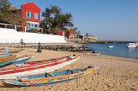 Senegal, ile de Goree, Patrimoine Unesco, La plage de Goree. Goree a ete du XVe au XIXe siècle le plus grand centre de commerce d'esclaves de la cote africaine, L ile de Goree reste encore aujourd hui un symbole de l exploitation humaine et un sanctuaire pour la reconciliation.// Senegal, Island of Goree, the beach. Unesco World Heritage. The island of Goree was a traditional slaving and trading port, by the colonial powers of Europe. It is a small town of historic houses, with a fort and a protected harbour for trading.