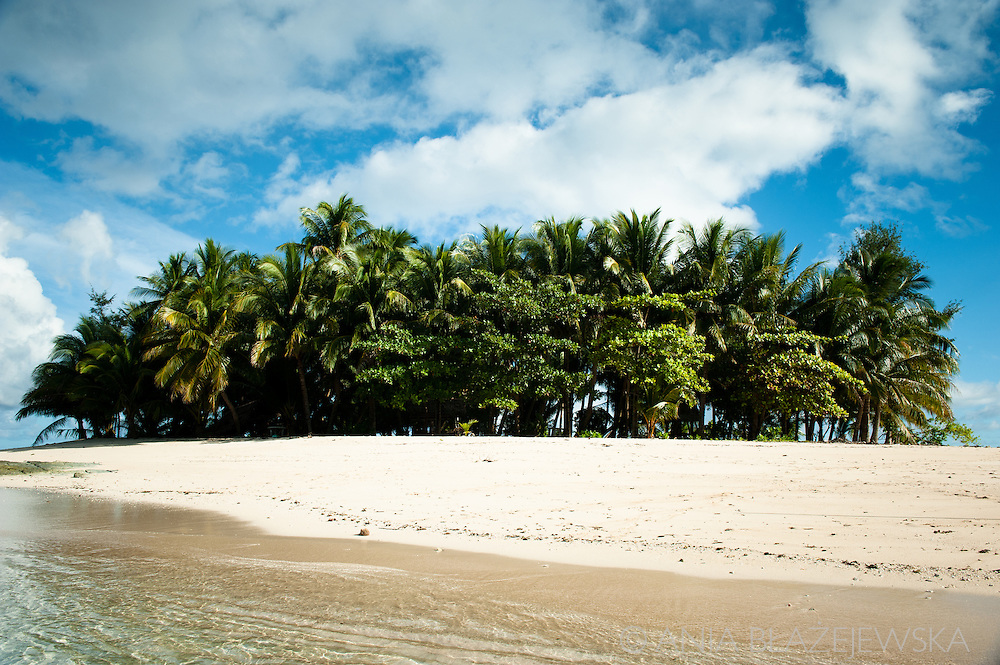 Philippines, Siargao. Beach on Guyam Island, one of the tropical island of the archipelago.