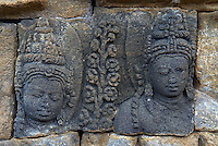 Indonesie. Île de Java. Mandala de Borobodur, Stupa bouddhiste construit au 9e siécle. Patrimoine mondial de l'UNESCO. Environ 1460 panneaux de bas-reliefs. // Indonesia. Java island. Indonesia, Java, Borobudur Buddhist stupa. The Borobudur stupa dates to the ninth century A.D. UNESCO world heritage. Around 1460 relief sculpture.