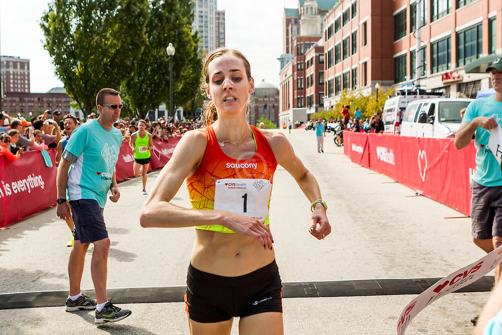 Molly Huddle, Saucony, wins