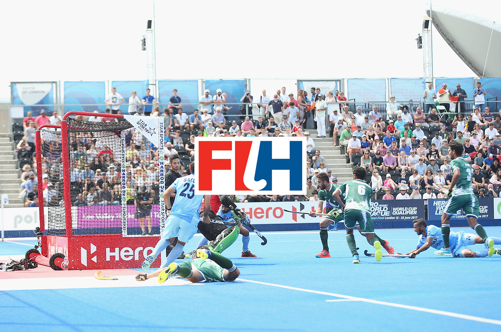 LONDON, ENGLAND - JUNE 18:  General view of a penalty corner during the Hero Hockey World League Semi-Final match between Pakistan and India at Lee Valley Hockey and Tennis Centre on June 18, 2017 in London, England.  (Photo by Alex Morton/Getty Images)