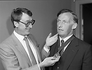 New president of the Institute of Tocation receiving a chain,<br />