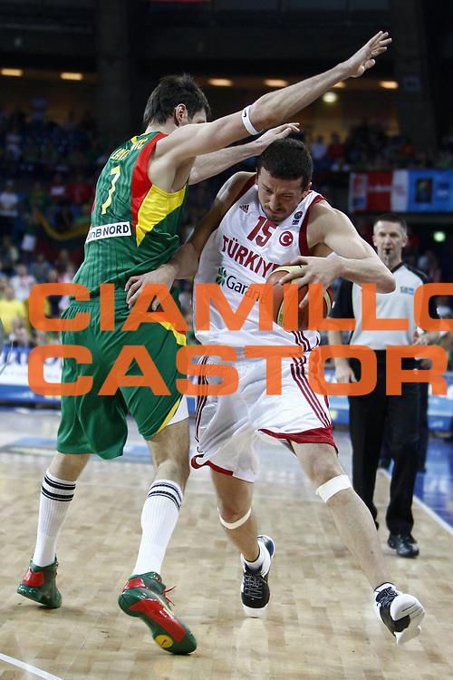DESCRIZIONE : Wroclaw Poland Polonia Eurobasket Men 2009 Preliminary Round Turchia Lituania Turkey Lithuania <br /> GIOCATORE : Hidayet T&uuml;rkoglu<br /> SQUADRA : Turchia Turkey<br /> EVENTO : Eurobasket Men 2009<br /> GARA : Turchia Lituania Turkey Lithuania<br /> DATA : 07/09/2009 <br /> CATEGORIA : palleggio<br /> SPORT : Pallacanestro <br /> AUTORE : Agenzia Ciamillo-Castoria/E.Castoria<br /> Galleria : Eurobasket Men 2009 <br /> Fotonotizia : Wroclaw Poland Polonia Eurobasket Men 2009 Preliminary Round Turchia Lituania Turkey Lithuania<br /> Predefinita :