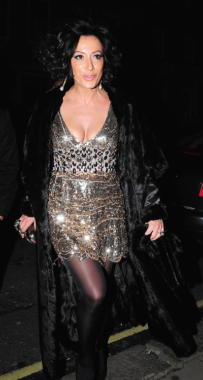 03.DECEMBER.2009 - LONDON<br /> NANCY DELL'OLIO LEAVING THE AFTERPARTY AT CLARIDGES HOTEL AFTER THE PREMIERE OF NEW FILM NINE.<br /> <br /> BYLINE: EDBIMAGEARCHIVE.COM<br /> <br /> *THIS IMAGE IS STRICTLY FOR UK NEWSPAPERS AND MAGAZINES ONLY FOR WORLD WIDE SALES AND WEB USE PLEASE CONTACT EDBIMAGEARCHIVE - 0208 954 5968