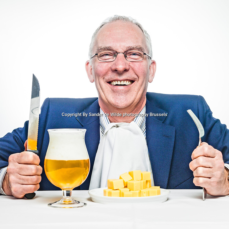 Mark Connolly, CEO of Boehringer Ingelheim Benelux, portrayed with a Belgian beer and some Dutch Cheese for an interview of Maarten Schiphorst Media Support.