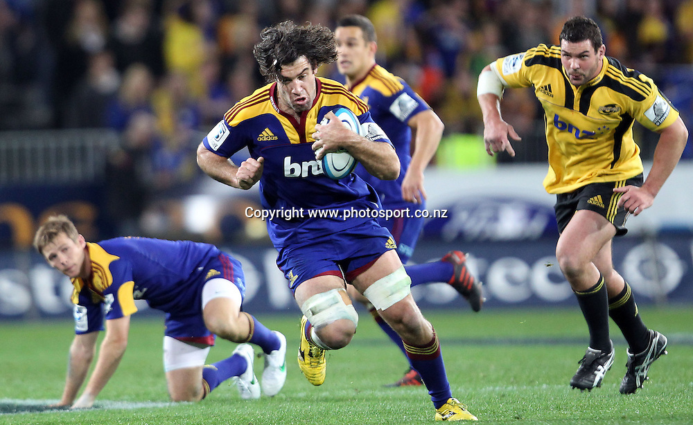 Nick Crosswell on the charge for the Highlanders.<br /> Investec Super Rugby - Highlanders v Hurricanes, 12 May 2012, Forsyth Barr Stadium, Dunedin, New Zealand.<br /> Photo: Rob Jefferies / photosport.co.nz
