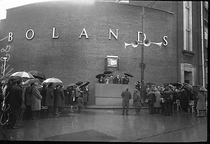 Unveiling of Plaque at Boland's Mills. President Eamon de Valera unveils a plaque to commemorate the 1916 Rising at Bolands Mills, where he was Commandant during the insurrection..15.04.1966
