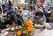 11月25日, 民众享用节日大餐。当天,在美国洛杉矶感恩节前夕,慈善社团为数千贫民区(Skid Row)居民和无家可归者提供免费节日大餐。(新华社发 赵汉荣摄)<br /> People take their Thanksgiving meal Wednesday November 25, 2015, in Los Angeles. Thousands of Skid Row residents and homeless people from downtown and beyond were served Thanksgiving dinners during the Los Angeles Mission's annual holiday feast.  (Xinhua/Zhao Hanrong)(Photo by Ringo Chiu/PHOTOFORMULA.com)<br /> <br /> Usage Notes: This content is intended for editorial use only. For other uses, additional clearances may be required.