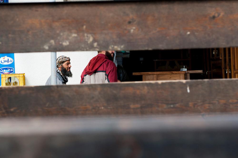 Sejenane is an example of a  Tunisian town that is in the grip of violent Salafis who rule here since April 2011. <br /> <br /> Sejenane est sous l'emprise des  Salafistes violents qui y font la loi et y ont installé un régime de terreur depuis avril 2011.