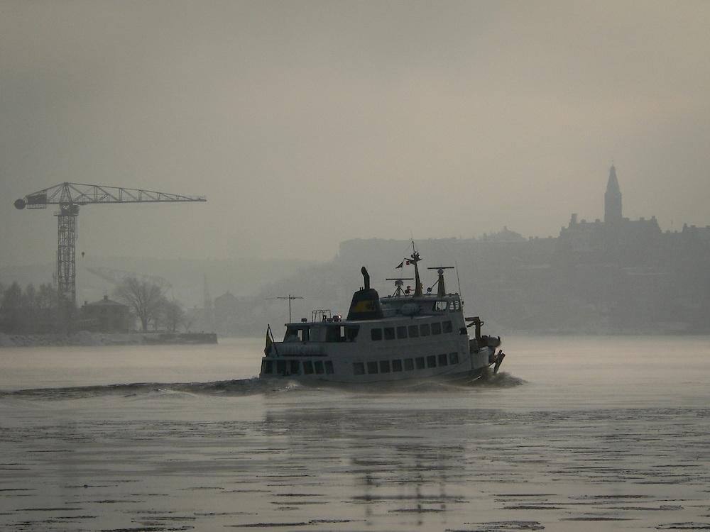 Skärgårdsbåt på väg ut från Strömkajen.