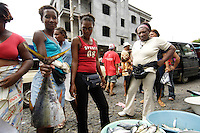 09 JAN 2006, SAO FELIPE/FOGO/CAPE VERDE:<br /> Fischverkaeuferinnen verkaufen frischen Fisch auf der Strasse, Sao Felipe, Insel Fogo, Kapverdischen Inseln<br /> Woman are selling fresh fish in the streets of Sao Felipe,  island Fogo, Cape verde islands<br /> IMAGE: 20060110-01-003<br /> KEYWORDS: Travel, Reise, Natur, nature, Meer, sea, seaside, Küste, Kueste, coast, cabo verde, Dritte Welt, Third World, Kapverden, Markt, market, Einzehandel, Verkauf