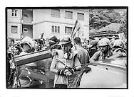 Proteste contro il summit del G8, Genova luglio 2001. Venerdì 20 luglio, corteo dei Disobbedienti. Manifestante spagnola. Corso Europa.