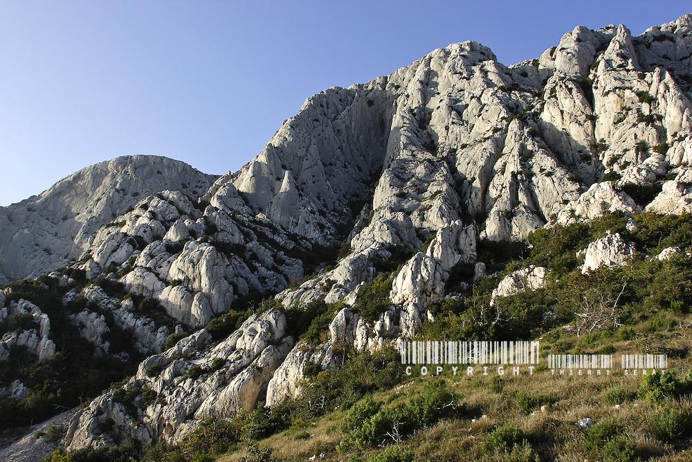 Montagne Sainte Victoire. Copyright : Thierry Seray 2003-2007 MONTAGNE SAINTE VICTOIRE. AIX-EN-PROVENCE