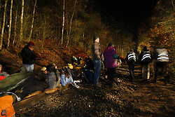 """Atomkraftgegner der Gruppe """"Widersetzen"""" besetzen auf rund einem Kilometer Schienenstrecke zwischen Lüneburg und Dannenberg die Gleise. Die Räumung erfolgt nach Mitternacht und dauert bis zum Morgengrauen.  <br /> <br /> Ort: Harlingen<br /> Copyright: Andreas Conradt<br /> Quelle: PubliXviewinG"""