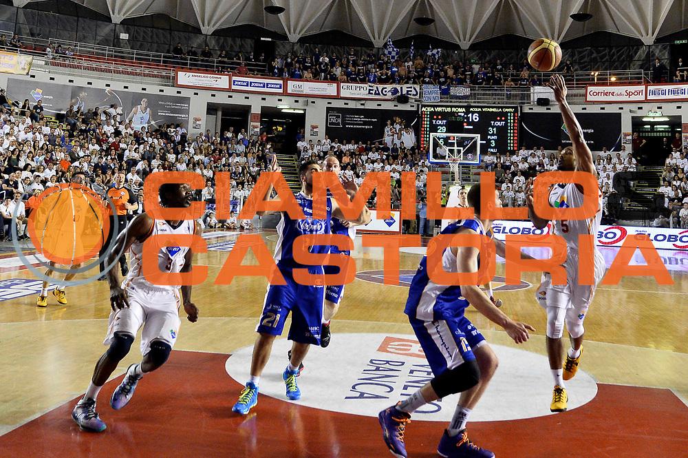DESCRIZIONE : Roma quarti di finale gara 3 playoff 2013-2014 Acea Roma Acqua Vitasnella Cant&ugrave;<br /> GIOCATORE : Phil Goss<br /> CATEGORIA : Sottomano<br /> SQUADRA : Acea Virtus Roma<br /> EVENTO : quarti di finale gara 3 playoff 2013-2014<br /> GARA : Acea Roma Acqua Vitasnella Cant&ugrave;<br /> DATA : 24/05/2014<br /> SPORT : Pallacanestro <br /> AUTORE : Agenzia Ciamillo-Castoria/GiulioCiamillo<br /> Galleria : playoff 2013-2014<br /> Fotonotizia : Roma quarti di finale gara 3 playoff 2013-2014 Acea Roma Acqua Vitasnella Cant&ugrave;<br /> Predefinita :