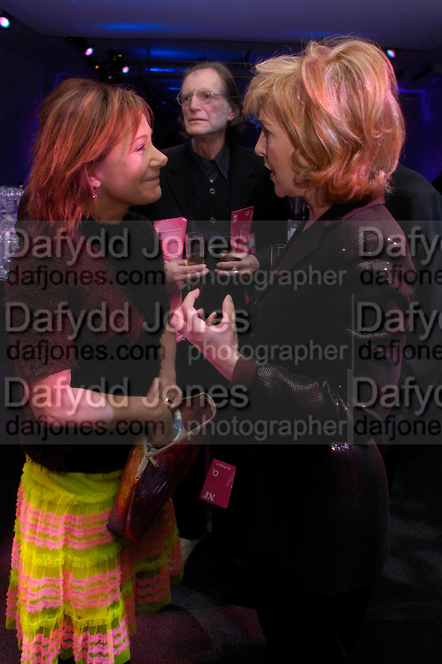Zoe Wannamaker and Patricia Hodge. Moet champagne reception, FAST FORWARD - a fundraising event for the National Theatre,  The former Saatchi Gallery, London NW8. 24 February 2005. ONE TIME USE ONLY - DO NOT ARCHIVE  © Copyright Photograph by Dafydd Jones 66 Stockwell Park Rd. London SW9 0DA Tel 020 7733 0108 www.dafjones.com