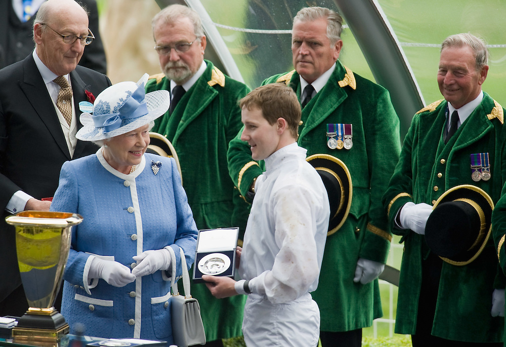 ASCOT, ENGLAND - JUNE 20: HM The Queen present the prize to the winner of Golden Jubilee Stakes jockey T P Queally on the  the fifth and final day of Royal Week at Ascot Racecourse on June 20, 2009 in Ascot, England  (Photo by Marco Secchi/Getty Images)