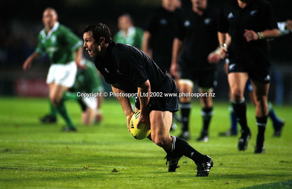 Leon MacDonald in action during the rugby union match between the All Blacks and Ireland, Eden Park, Auckland, 22 June, 2002. Photo: PHOTOSPORT