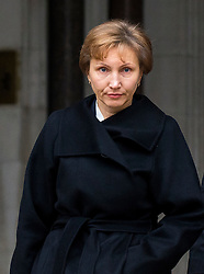 © Licensed to London News Pictures. 21/01/2016. London, UK. MARINA LITVINENKO reading a statement to the press outside The High Court in London where a  report into the killing of  her husband, Alexander Litvinenko, is due to be released. Alexander Litvinenko was poisoned with the radioactive isotope polonium-210  in London. Photo credit: Ben Cawthra/LNP