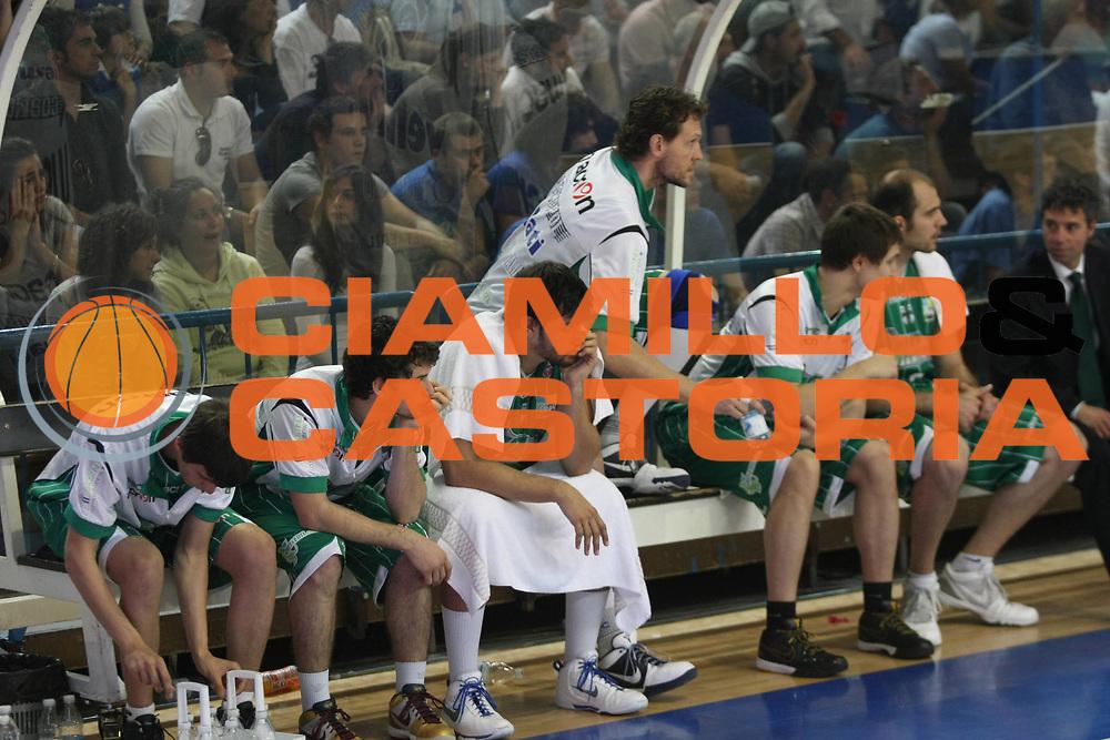 DESCRIZIONE: Cremona  Lega A 2009-10 Vanoli Cremona  Air Avellino<br />GIOCATORE: Team Avellino<br />SQUADRA : Air Avellino<br />EVENTO: Campionato Lega A 2009-10<br />GARA:  Vanoli Cremona   Air Avellino<br />DATA:  16/05/2010<br />CATEGORIA: Delusione<br />SPORT: Pallacanestro<br />AUTORE: Agenzia Ciamillo-Castoria/F.Zovadelli<br />GALLERIA: Lega Basket A 2009-2010<br />FOTONOTIZIA: Cremona  Campionato  Italiano Lega A 2009-2010 <br />Vanoli Cremona  Air Avellino