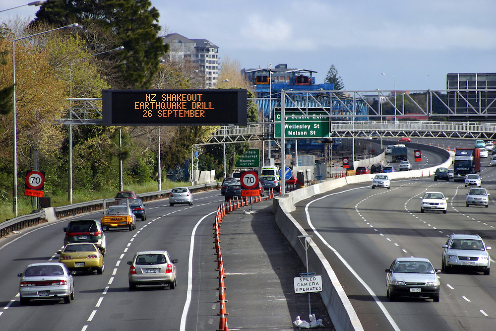"""Electronic signs on the southern motorway prepare New Zealanders, """"NZ Shakeout"""" earthquake drill across the country on September 26, Auckland, New Zealand, Sunday, September 23, 2012. Credit:SNPA / Grahame Clark"""