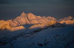 TEMENBILD - Mölltaler Gletscher ist der Name für ein Skigebiet in Österreich, Kärnten, in der Nähe von Flattach. Das Skigebiet ist im Besitz der Schultz Gruppe. Das Skigebiet dient in den Sommer und Herbstmonaten als T Trainingstätte für den Internationalen Ski Zirkus. Aufgenommen am 17.10.2012. Hier im Bild die ersten Sonnenstrahlen treffen den Großglockner (3.798m) und die Glocknergruppe // THEME IMAGE FEATURE - Moelltal Glacier is the name of a ski resort in Austria, Carinthia, near Flattach. The resort is owned by the Schultz group. The ski area is in the summer and autumn months as T training venue for the International Ski Circus. The image was taken on october, 17th, 2012. Picture shows the first rays of sunlight hit the Grossglockner (3,798 m) and the Glocknergroup. EXPA Pictures © 2012, PhotoCredit: EXPA/ J. Groder