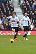 Derby County midfielder Jeff Hendrick on the attack during the Sky Bet Championship match between Derby County and Birmingham City at the iPro Stadium, Derby, England on 16 January 2016. Photo by Aaron Lupton.