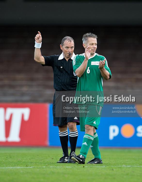Kaj Natri, Janne Lindberg. Liigalegendat - Gladiaattorit. Sankarit stadionilla. Helsinki 8.9.2012. Photo: Jussi Eskola